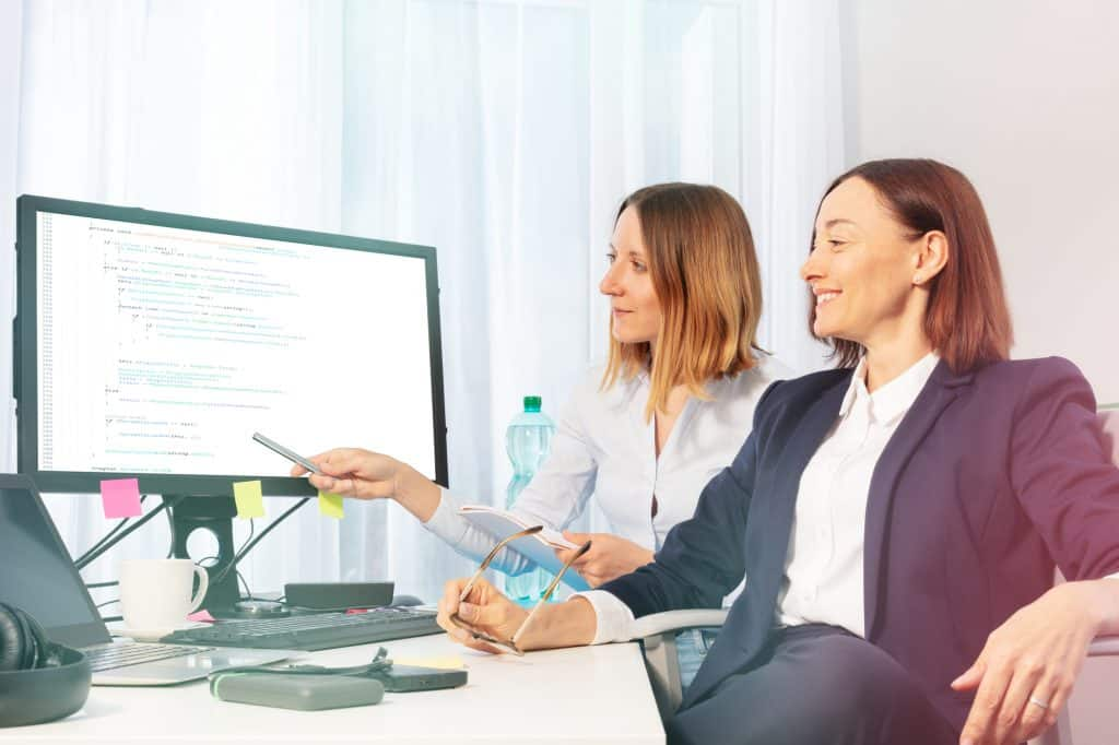 businesswomen working on it surveys